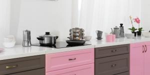 cucina senza pensili colorata
